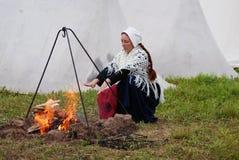 Reenactor kobieta przy Borodino batalistycznym dziejowym reenactment w Rosja Zdjęcie Royalty Free