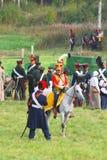 Reenactor ubierał gdy Napoleońskiej wojny żołnierz jedzie konia Obrazy Stock