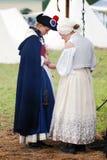 2 reenactors женщин на Бородино сражают исторический reenactment в России Стоковая Фотография