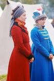 2 reenactors женщин на Бородино сражают исторический reenactment в России Стоковое Фото