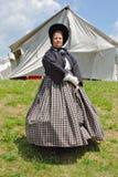 """Reenactors femenino en un vestido en el """"Battle del  de Liberty†- Bedford, Virginia Imagen de archivo"""