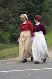 Reenactors kobiety przy Borodino batalistycznym dziejowym reenactment w Rosja Obraz Royalty Free