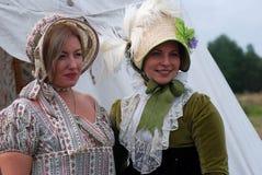 Reenactors kvinnastående Royaltyfri Fotografi