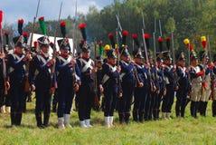 Reenactors se vistió como soldados de la guerra napoleónica en Borodino Imagenes de archivo