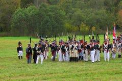 Reenactors se vistió como soldados de la guerra napoleónica en Borodino Imágenes de archivo libres de regalías