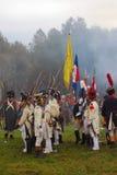 Reenactors tenant des drapeaux Photos stock