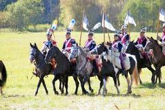 Reenactors ubierał gdy Napoleońskiej wojny żołnierze jadą konie Obraz Royalty Free