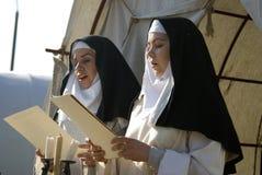 Reenactors w Kolomenskoye parku w Moskwa Kobiety śpiewają duchowe piosenki zdjęcia stock