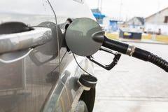 Reenchimento diesel do carro imagens de stock