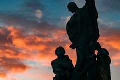 reenigiose themenorientierte Statue bei Sonnenuntergang Lizenzfreie Stockfotografie