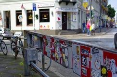 Reeperbahn στην πόλη του Αμβούργο Γερμανία Ευρώπη η περιοχή ψυχαγωγίας στην περιοχή του ST Pauli μια ημέρα μετά από το G20 ποσό στοκ φωτογραφία με δικαίωμα ελεύθερης χρήσης
