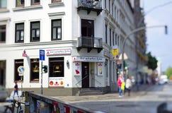 Reeperbahn en la ciudad de Hamburgo Alemania Europa el distrito del entretenimiento en el distrito de St Pauli un día después de  Foto de archivo libre de regalías