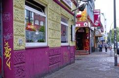 Reeperbahn en la ciudad de Hamburgo Alemania Europa el distrito del entretenimiento en el distrito de St Pauli un día después de  Imagen de archivo