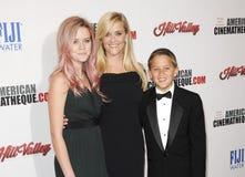 Reese Witherspoon, Ava Phillippe und Diakon Phillippe stockbilder
