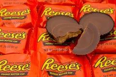 Reeses花生酱杯糖果背景 免版税库存照片