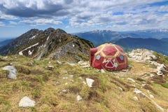 Refúgio alpino, mounttains de Piatra Craiului, Carpathians, Roménia Fotografia de Stock Royalty Free