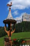 Refúgio da montanha, sob o della Croce de Sasso em Alta Badia, dolomites, cumes Fotografia de Stock
