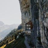 Refúgio de Aescher em switzerland imagem de stock