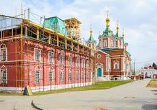 Refectorio e iglesia de la iglesia de la suposición del monasterio de Brusensky en Kolomna Foto de archivo
