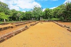 Refectorio principal del monasterio de Abhayagiri, patrimonio mundial de la UNESCO de Sri Lanka Imagen de archivo libre de regalías
