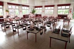 Refectorio vacío de la escuela Foto de archivo libre de regalías