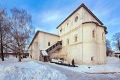 Refectory οικοδόμηση του αρχαίου χριστιανικού μοναστηριού Yaroslavl, Rus Στοκ Φωτογραφίες