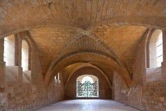 Refectory da abadia cistercian de Fontfroide   Fotos de Stock