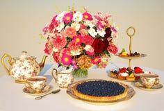 A refeição, chá, torta, endurece Nivelando ainda a vida Imagens de Stock