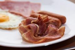 Refeição deliciosa do café da manhã no prato branco fotos de stock royalty free