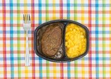 Refeição do bife de Salisbúria com o jantar de tevê do macarrão e do queijo imagens de stock royalty free