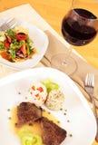 Refeição do gourmet com vinho vermelho Imagem de Stock