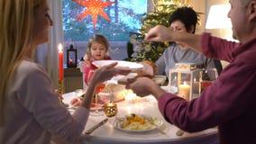 Refeição do Natal da família video estoque