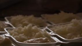 Refeição feita fora do arroz vídeos de arquivo