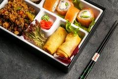 Refeição para viagem ou em casa embalada da parcela de Bento Single no cuision japonês Foto de Stock