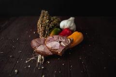 A refeição simples tradicional setup com carne e vegetais Foto de Stock Royalty Free