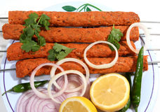 Refeição de Kebab na placa branca Imagens de Stock