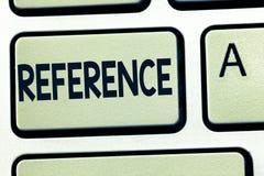 Referencia del texto de la escritura de la palabra Concepto del negocio para mencionar o referir algo mención de la recomendación imágenes de archivo libres de regalías