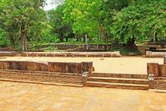 Refettorio principale del monastero di Abhayagiri, patrimonio mondiale dell'Unesco dello Sri Lanka Immagini Stock