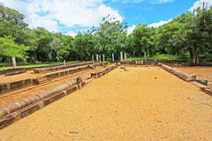 Refettorio principale del monastero di Abhayagiri, patrimonio mondiale dell'Unesco dello Sri Lanka Immagine Stock Libera da Diritti