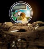 Refilling топливо увиденное from inside бензобака стоковые фото