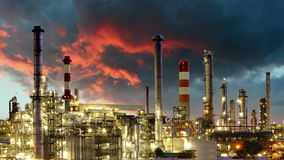 Refinaria da indústria petroleira - fábrica, lapso de tempo Imagens de Stock Royalty Free