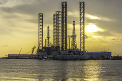 Refinaria de petróleo e gás fotografia de stock royalty free