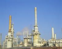 Refinaria de petróleo em Arco-Wilmington em Long Beach, CA imagens de stock