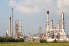 Refinaria de petróleo, instalação petroquímica na propriedade industrial Foto de Stock