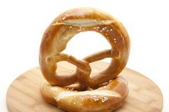 Refine el pretzel cocido al horno imágenes de archivo libres de regalías