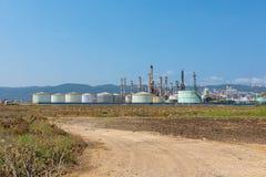 Refinería de petróleo cerca de la montaña de Carmel en Israel foto de archivo libre de regalías