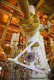 Refinería de petróleo costera de los aparejos Estación principal bien en la plataforma Foto de archivo libre de regalías