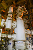Refinería de petróleo costera de los aparejos Estación principal bien en la plataforma Fotografía de archivo libre de regalías