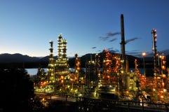 Refinería de petróleo en la noche, Burnaby Fotos de archivo libres de regalías