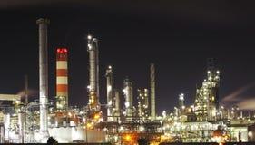 Refinería de petróleo - industria petroquímica imágenes de archivo libres de regalías